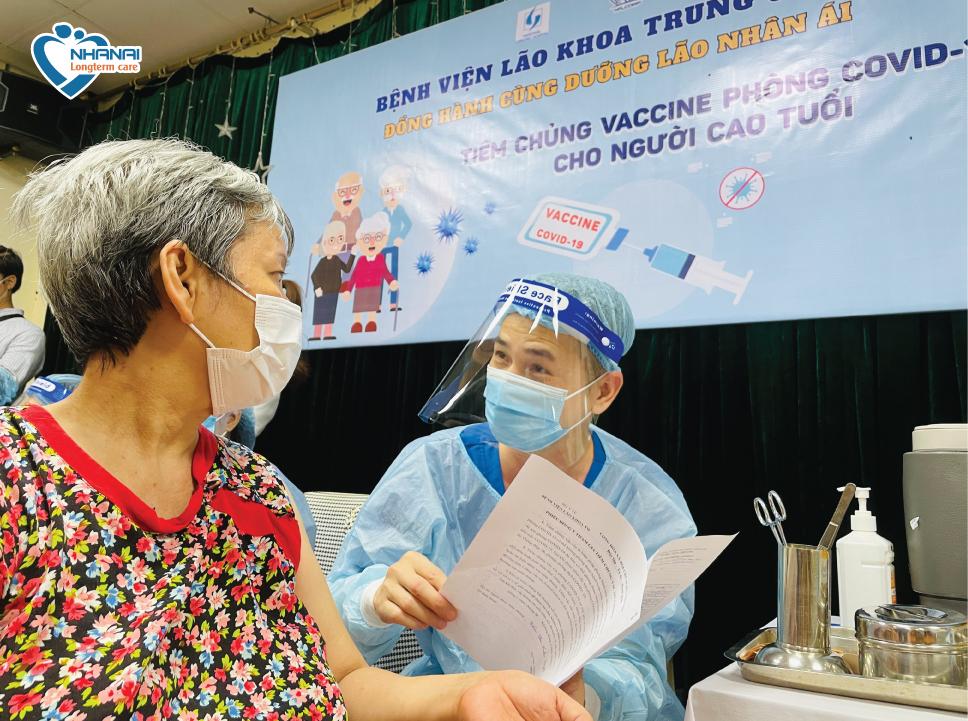 Tiêm vắc xin tại Dưỡng lão Nhân Ái