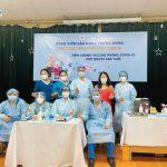 Y bác sĩ Bệnh viện Lão khoa Trung ương chụp ảnh cùng Nhân Ái